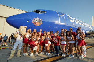 2015-southwest-airlines-pigskin-plane-pull-3