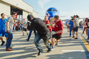 2015-southwest-airlines-pigskin-plane-pull-7